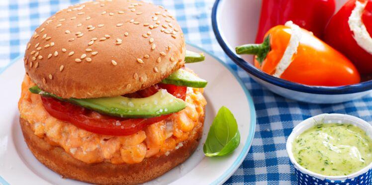 Burger de saumon cuit sur son lit de Gros Sel de Guérande