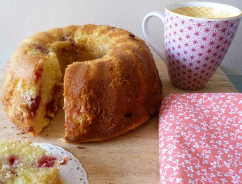 Bundt cake au Carré Frais, citron et framboises