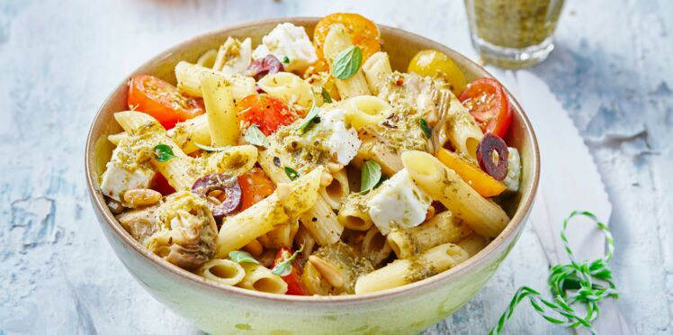 Salade de penne, tomates, artichauts, feta et tapenade