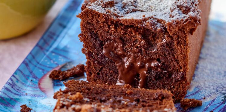 Cake au chocolat cœur coulant, salade d'ananas au rhum