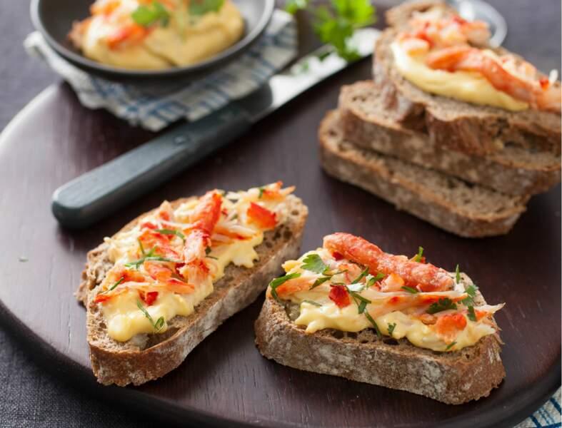 Tartine de pain de seigle au crabe et parfums exotiques