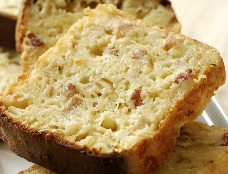 Cake pour l'apéro aux oignons et lardons