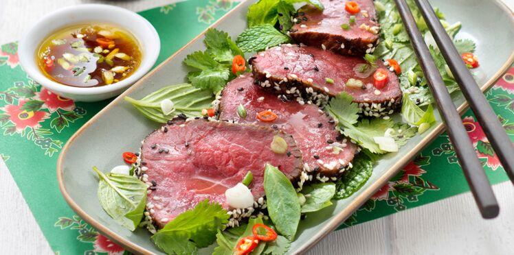 Tataki de bœuf, salade d'herbes fraîches