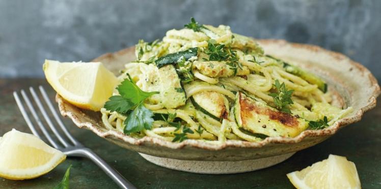 Spaghettis aux courgettes, sauce carbonara aux noix de cajou