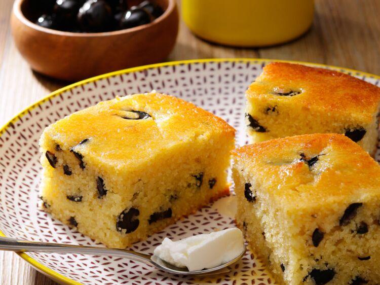 Cake semoule aux olives noires : découvrez les recettes de cuisine de Femme Actuelle Le MAG