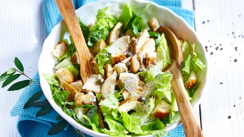 Salade César facile et rapide : découvrez les recettes de cuisine de Femme Actuelle Le MAG