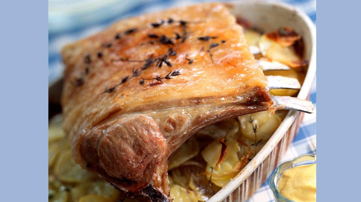 Carré d'agneau rôti aux pommes de terre
