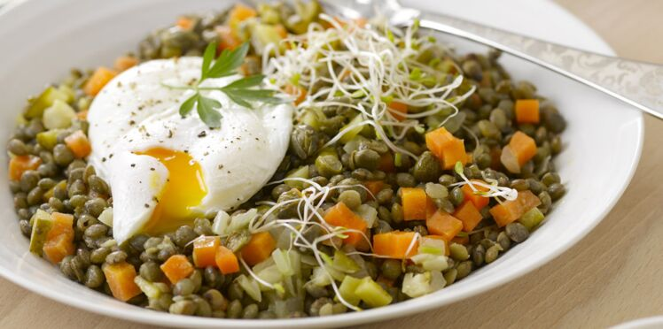 Salade de lentilles aux œufs pochés