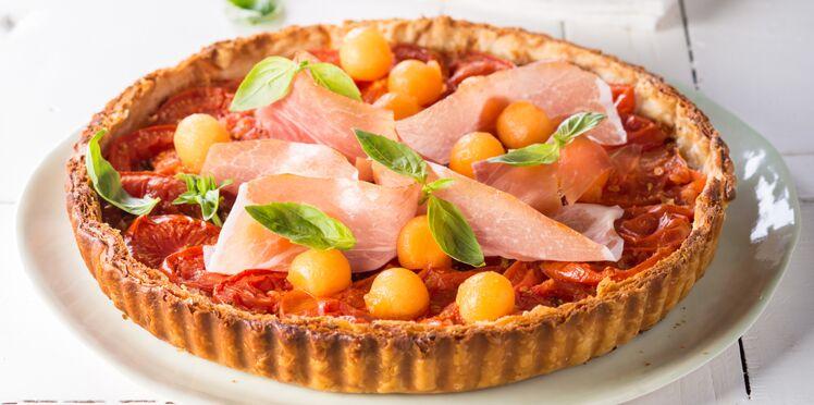 Tarte fine à la tomate, jambon cru & melon