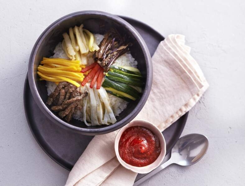 Bibimbap  (riz aux légumes et à la viande de bœuf)