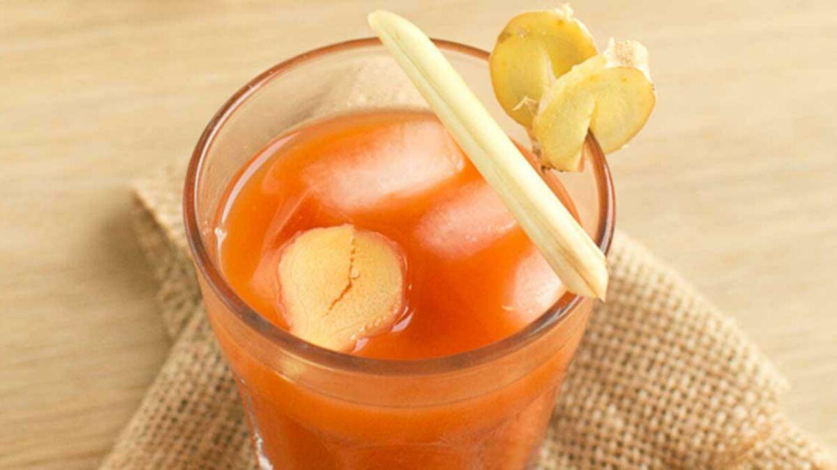 Cocktail detox jus de cranberries carottes et gingembre