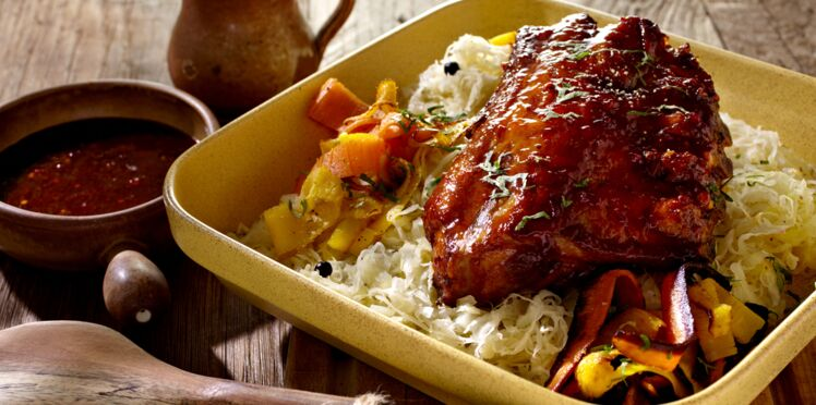 Travers de porc caramélisé, choucroute et carottes à l'ancienne