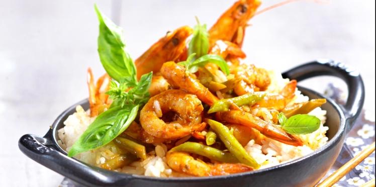 Wok de crevettes au curry rouge