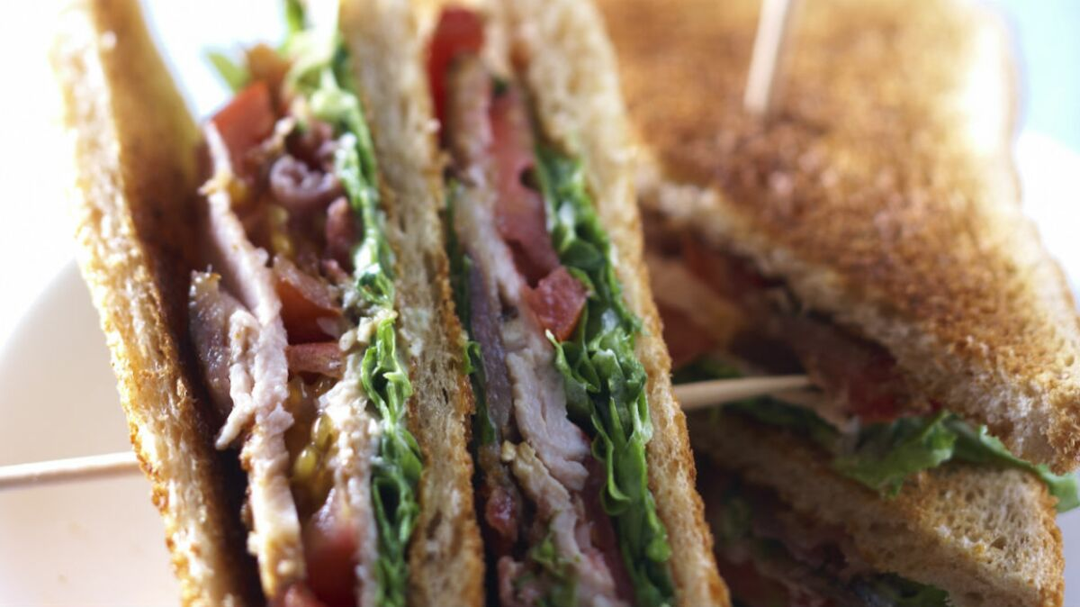 Club sandwich veau, anchois, bacon