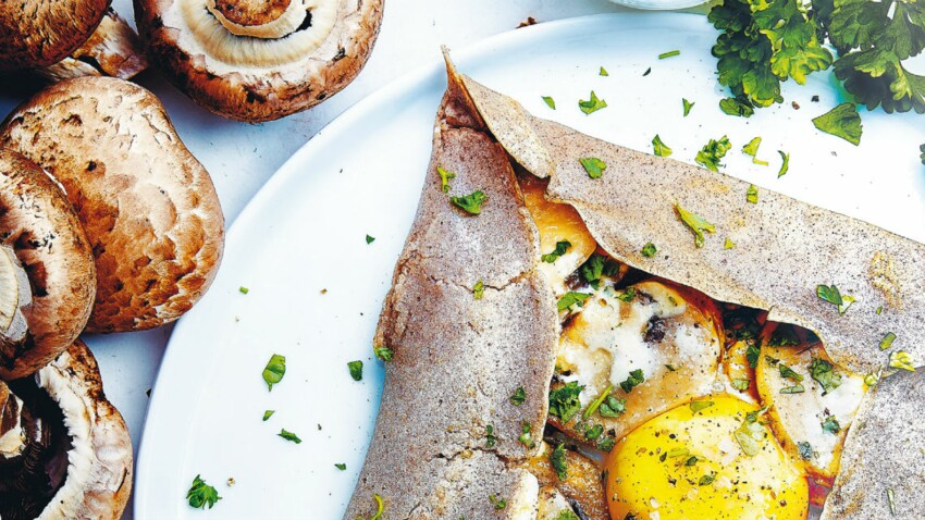 Galette bretonne, œuf miroir et champignons