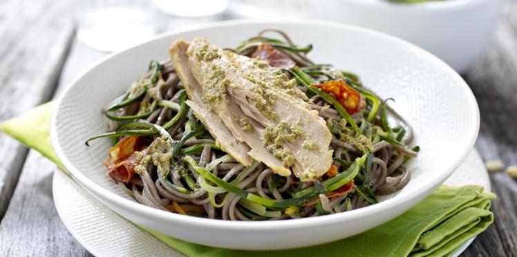 Spaghettis de soja et courgette, filet de thon au pesto