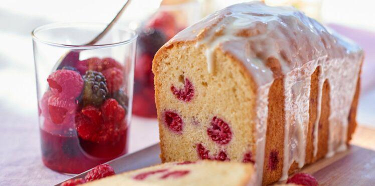 Cake aux framboises et chocolat blanc et verrines de framboises au jus