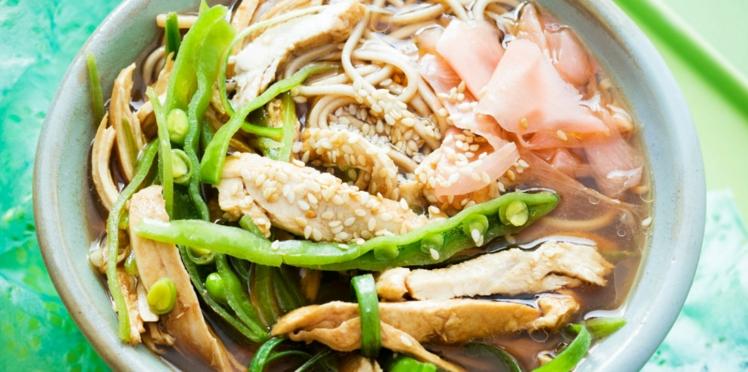 Soupe asiatique au poulet, nouilles et gingembre