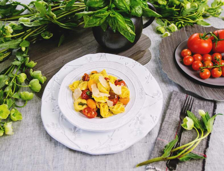 Tortellini Pesto, Basilic & Pignons aux tomates cerises