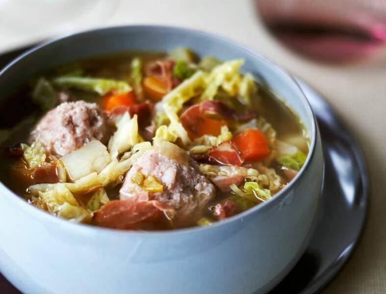 Soupe minestrone aux boulettes et jambon