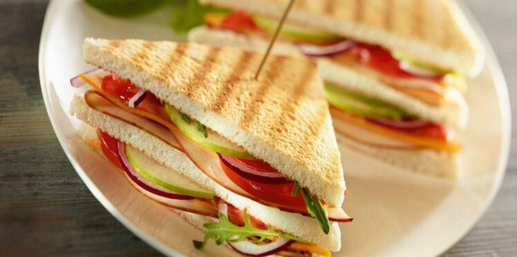 Club sandwich poulet, tomates, chèvre frais