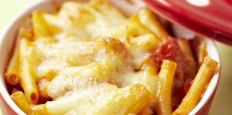 Gratin de pâtes à la mozzarella, parmesan et dés de tomates