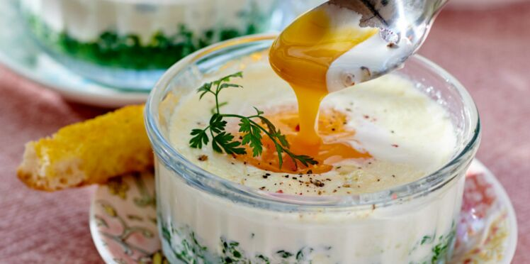 Œuf cocotte à l'oseille et mouillettes au beurre de curry