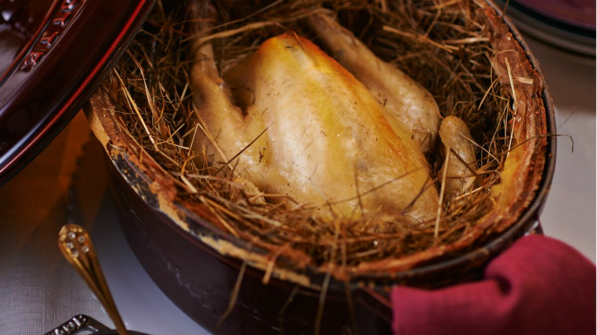 Poularde au foin, risotto de crozets au safran