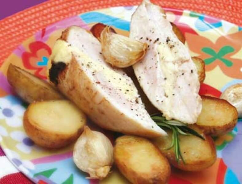 Filets de poulet farcis à La vache qui rit et pommes de terre grenaille à l'ail frais