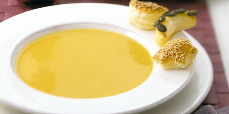 Crème de potiron asiatique avec petits feuilletés