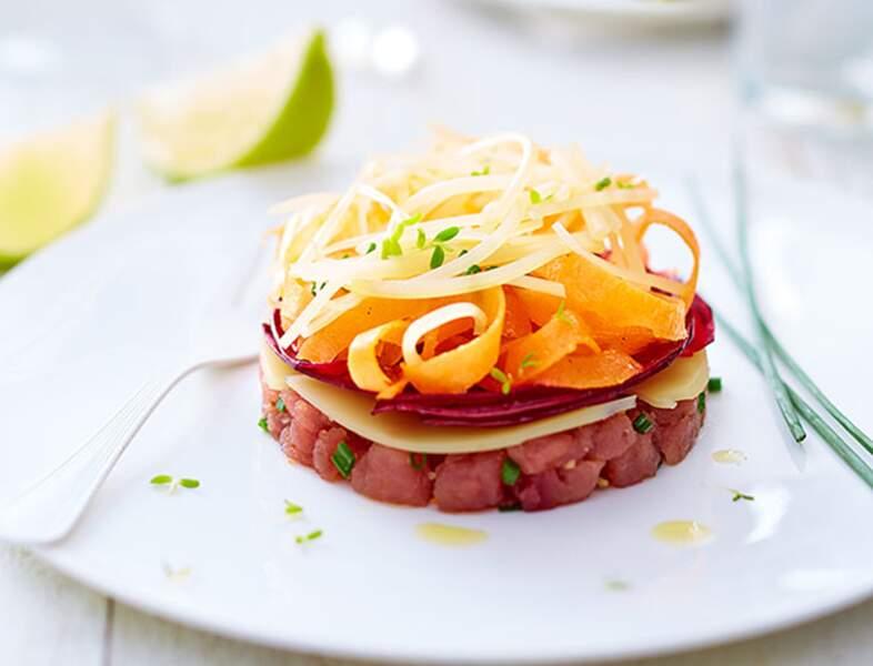 Salade fraîcheur aux légumes, thon mariné et emmenthal suisse