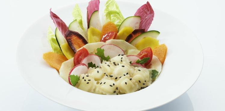 Salade multicolore et ravioles au chèvre Saint Jean