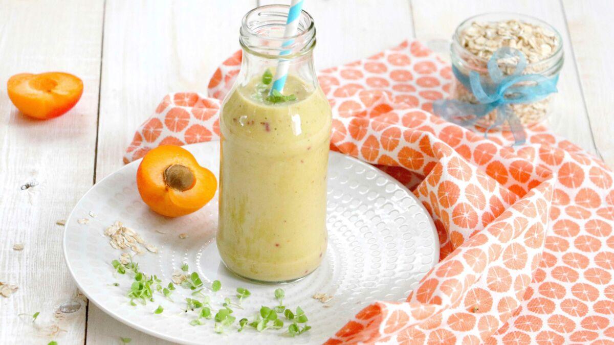 Smoothie aux abricots, courgettes et basilic germé