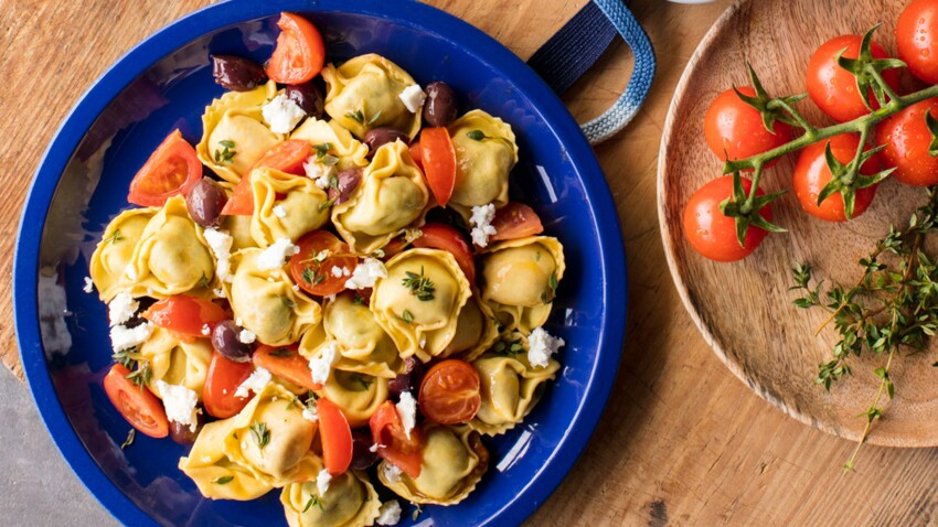 Tortellini tomate & mozzarella aux tomates cerise, olives et feta