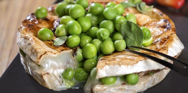 Chèvre-boîte mariné aux épices douces et toasté, petits pois à la marjolaine