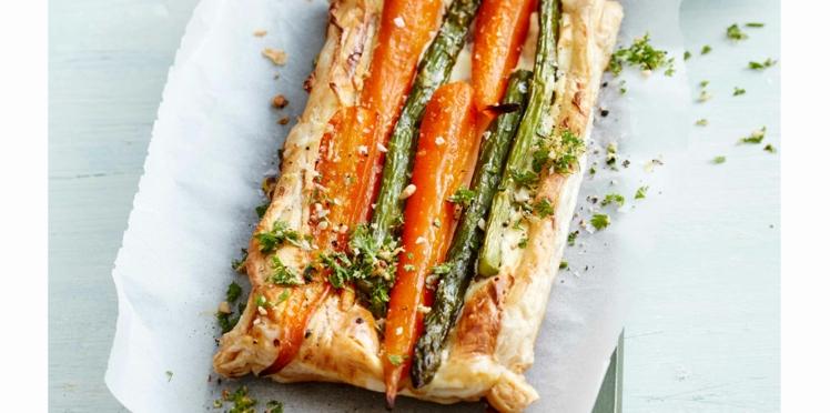 Tarte feuilletée aux carottes et asperges rôties