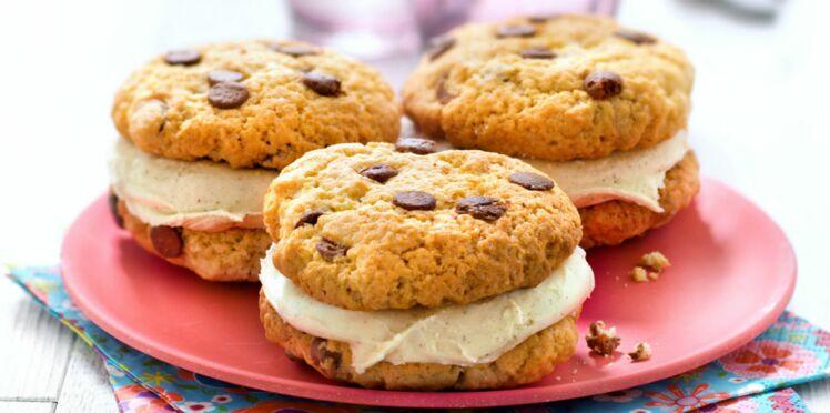 Cookies glacés à la vanille et en sandwich