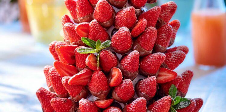 Pièce montée de fraises au chocolat