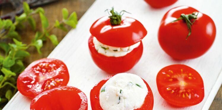Tomates farcies au fromage frais et aux herbes