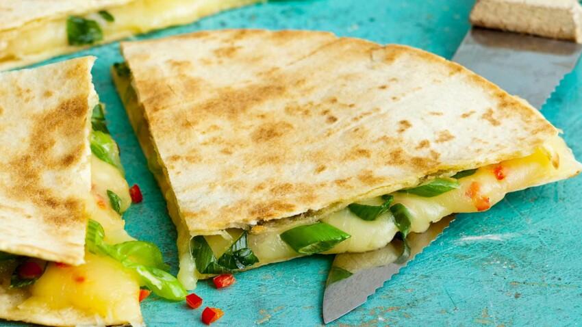 Quesadillas au fromage, oignon vert et piment