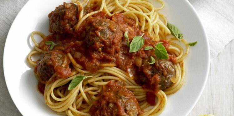 Boulettes de viande sur spaghettis