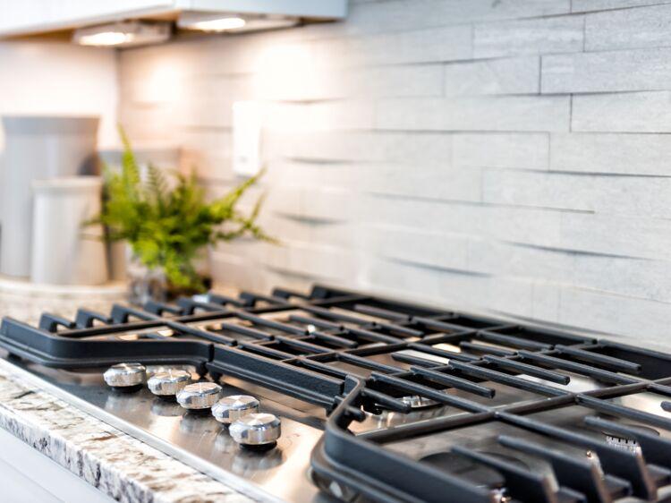 tous nos conseils pour bien nettoyer une plaque de cuisson gaz femme actuelle le mag. Black Bedroom Furniture Sets. Home Design Ideas