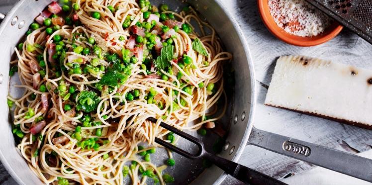 Spaghetti demi-complets aux petits pois, menthe et pancetta