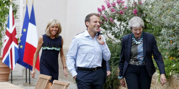Décontractée, Brigitte Macron s'offre un bain de foule surprise au fort de Brégançon
