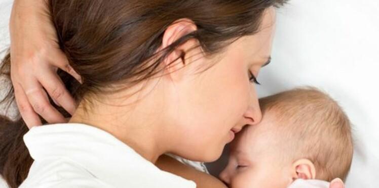 Allaitement en public: cette mère, à qui on demande de se couvrir, a la meilleure des réactions!