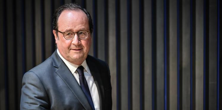 """François Hollande, en route pour la présidentielle ? La mystérieuse histoire du tract """"Hollande 2022"""""""