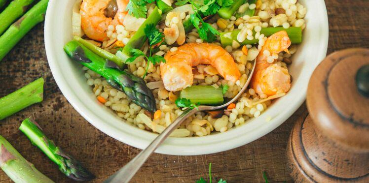 Pilaf de céréales et lentilles aux crevettes et aux asperges