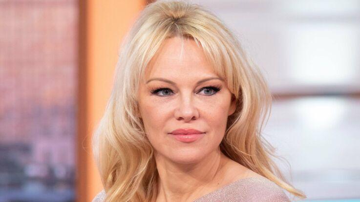 Pamela Anderson prend la défense d'Adil Rami et lui déclare sa flamme