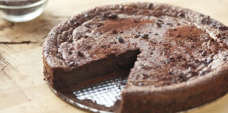 Vous n'auriez jamais imaginé mettre ça dans un gâteau au chocolat