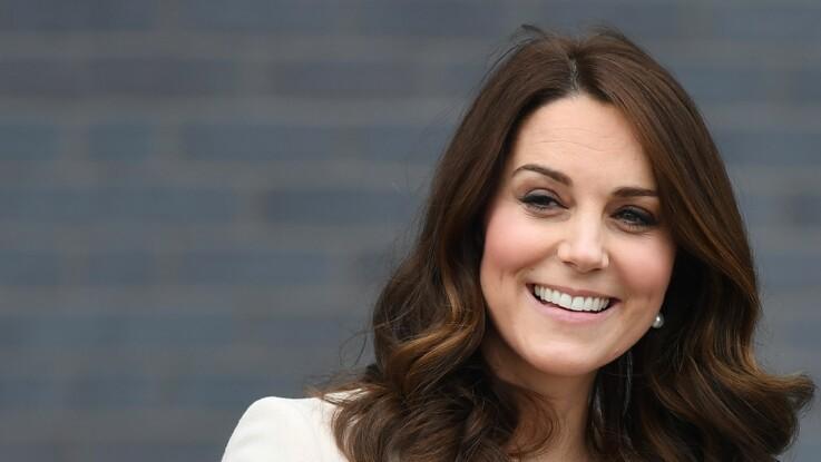 Comment Kate Middleton se distingue de Meghan Markle au mariage de son amie Sophie Carter